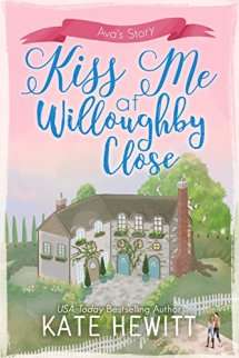 Kiss Me at Willoughby Close - Kate Hewitt